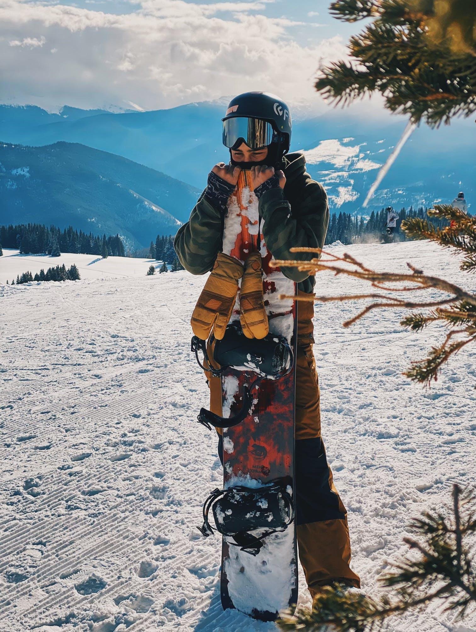 Snowboard Expert Jason Lustine