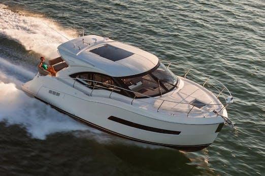 37' Carver Yacht
